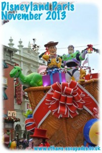 DIsneyland Paris Christmas Cavalcade 2013