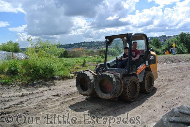 darren ethan driving jcb robots diggerland kent