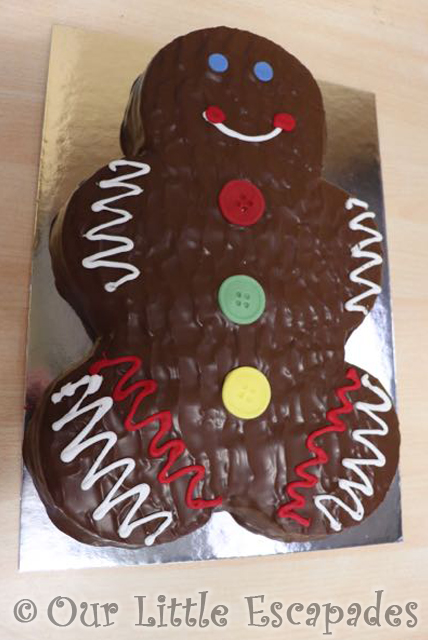 gingerbread man birthday cake