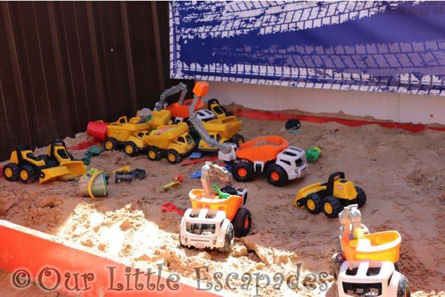 Diggerland kent little tikes wheelz play zone dirt diggers and dump trucks