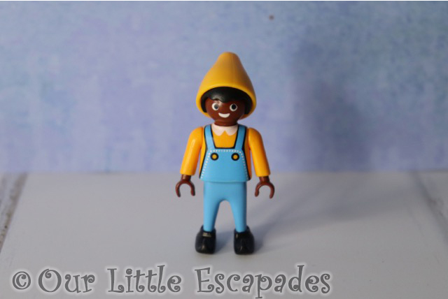 elf yellow hat playmobil advent calendar santas workshop