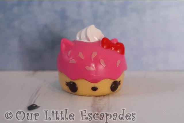 num noms mystery make up creamie shortcake kitty