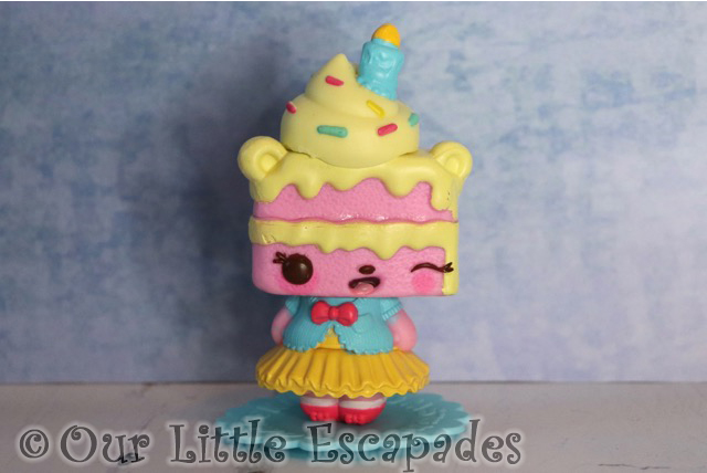 num noms mystery make up surprise yummy sweetcakes