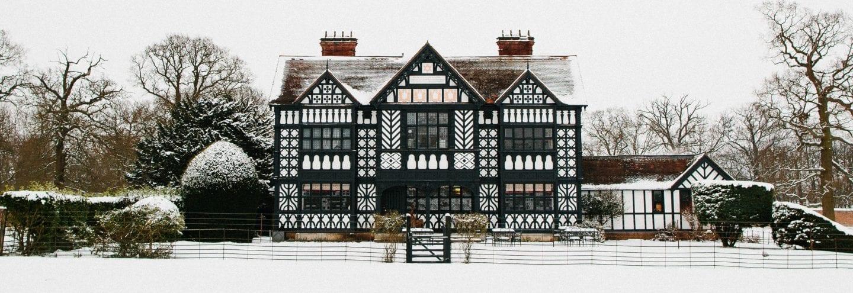 paris house snowy