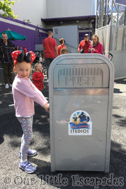 little e push talking trash can walt disney studios park disneyland paris