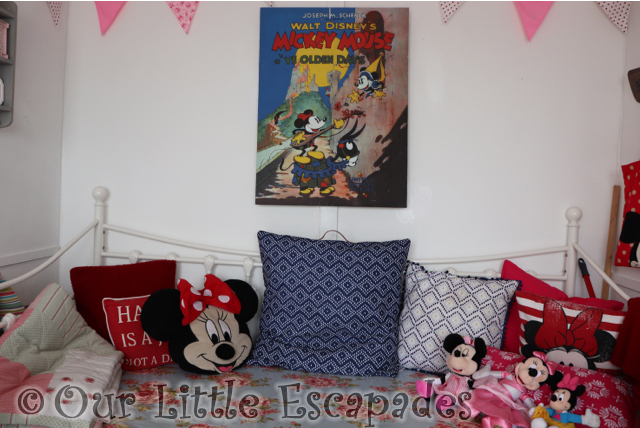 minnie mouse day bed