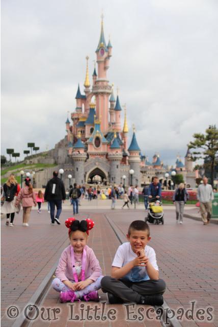 sleeping beauty castle disneyland paris siblings