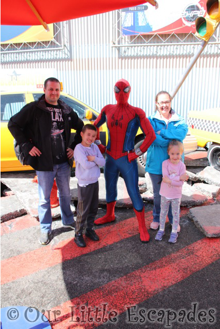 spiderman character meet walt disney studios park
