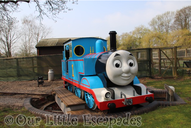 thomas the tank engine drayton manor