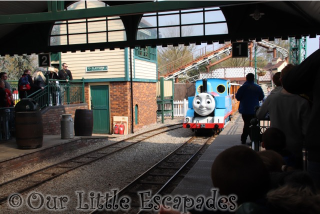 thomas the tank engine thomas land station drayton manor