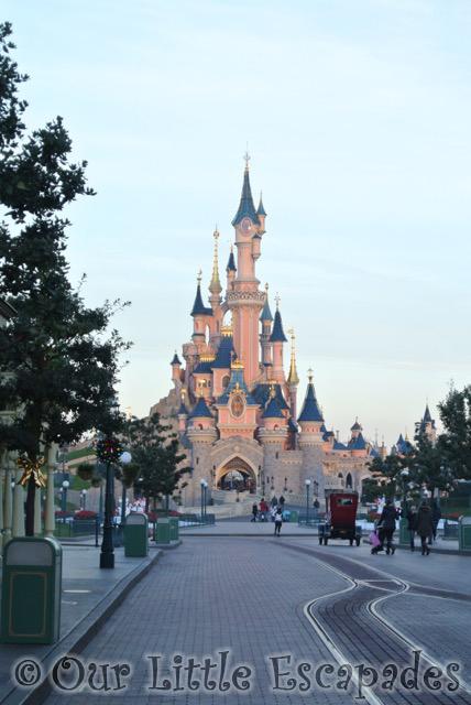 sleeping beauty castle empty main street usa disneyland paris