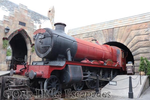 hogwarts express hogsmeade wizarding world harry potter