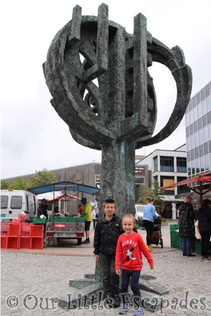 ethan little e stavanger statue norway