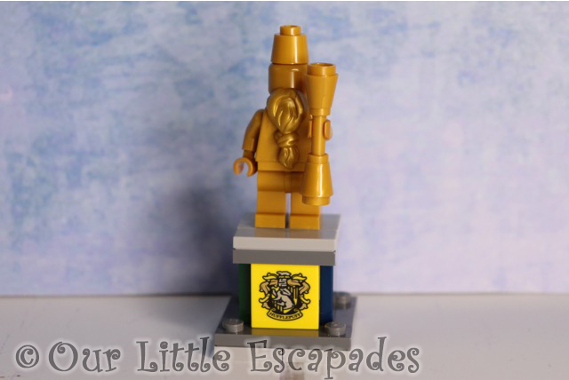 hogwarts architect statue pedestal lego harry potter advent calendar 2019 contents