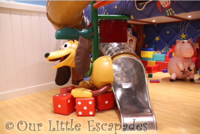 slinky dog slide andys room oceaneers club disney magic