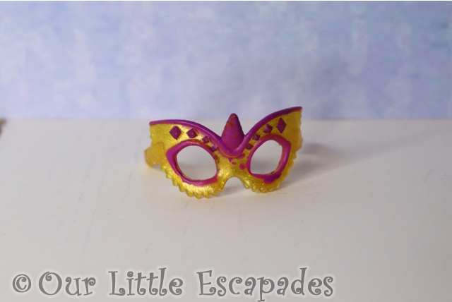 pink yellow masquerade glasses royal accessories hatchimals colleggtibles mega secret surprise crown jewels collection