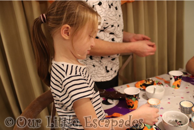 little e decorating halloween cupcakes