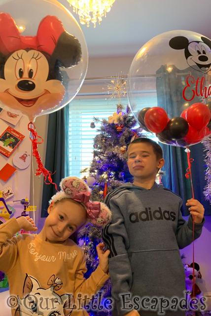 ethan little e disneyland paris surprise balloon reveal
