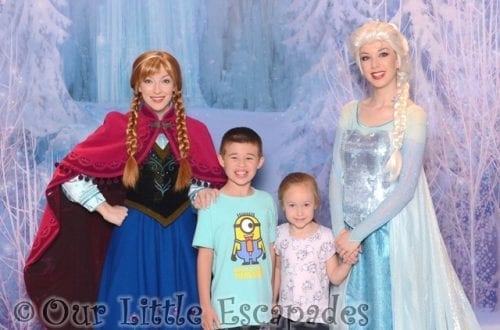 ethan little e anna elsa frozen meet greet meeting anna and elsa on the disney magic