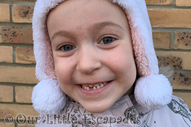 little es first lost baby tooth featured image