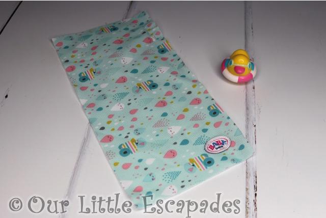 berta the duck plug droplet patterned towel