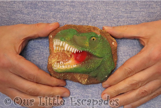 clay dinosaur head national geographic dino fossil dig kit review