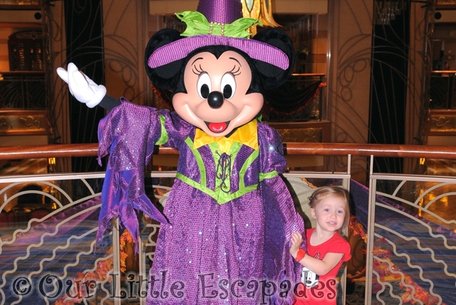 little e meeting halloween minnie mouse disney dream